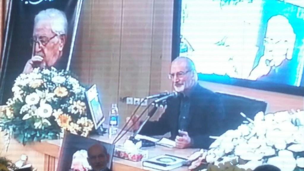 مهندس محمد توسلی، رییس دفتر سیاسی نهضت آزادی ایران، در مراسم یادبود دکتر ابراهیم یزدی، دبیرکل این حزب، آرزو کرد او و دیگر یاران و همراهان یزدی بتوانند راه او را ادامه دهند.