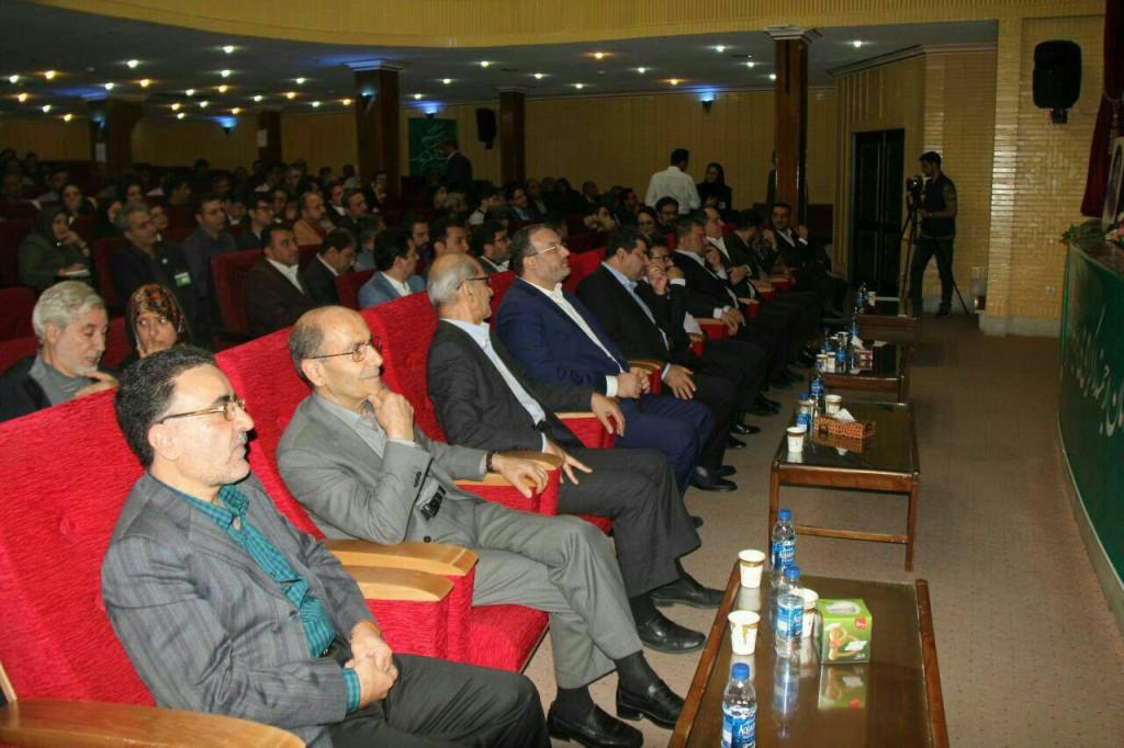 حضور مهندس توسلی و مهندس بازرگان، اعضای شورای مرکزی نهضت آزادی ایران، در کنگره سازمان عدالت و آزادی ایران اسلامی
