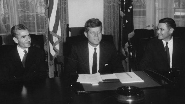 شاه در پی تسلیحات و بودجه نظامی بیشتر بود. کندی بر اصلاحات داخلی در ایران تاکید داشت