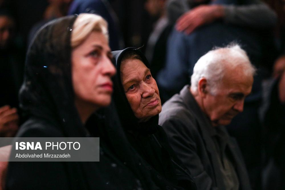 خانم سرور طلیعه، همسر زنده یاد ابراهیم یزدی در مراسم بزرگداشت عباس امیر انتظام